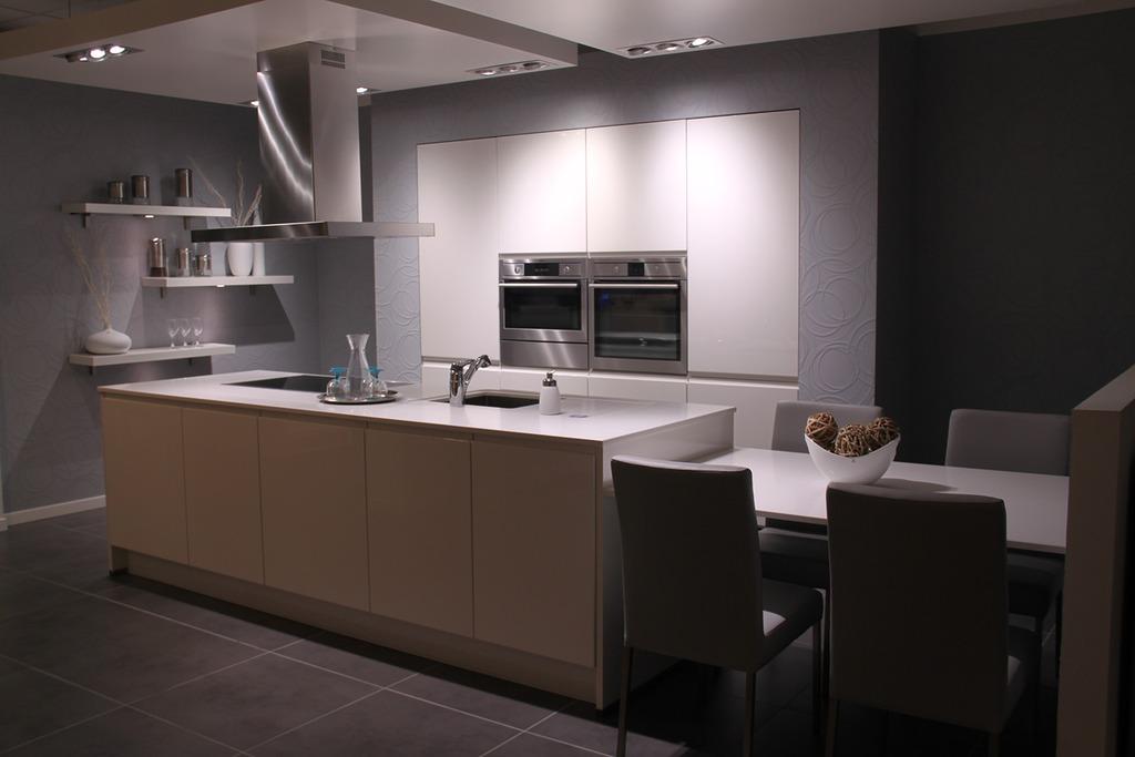 Keukens Ixina Mechelen : Ixina, Lier Tel 033690 >> Keukens goudengids be