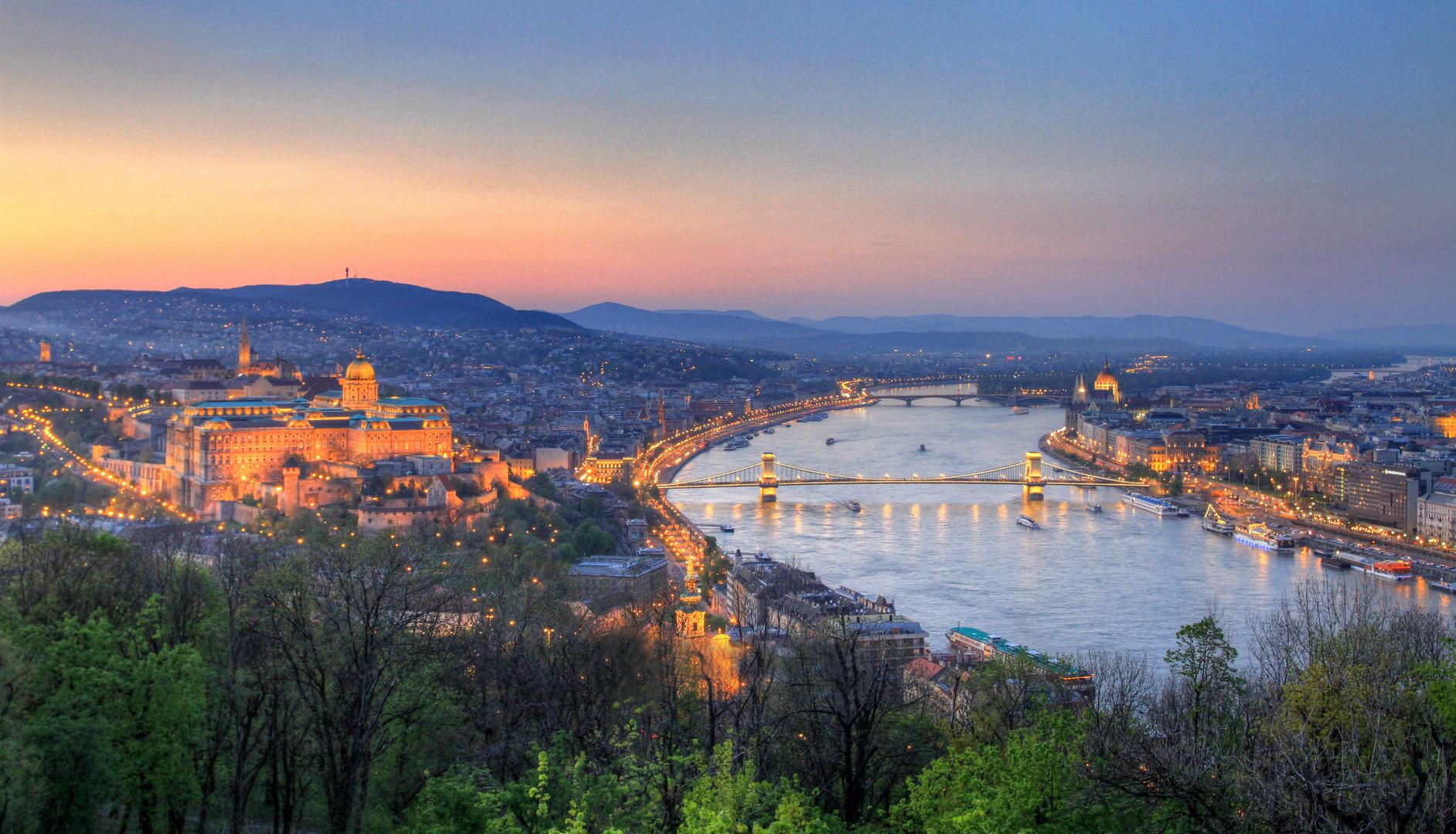 Cautã în Ungaria