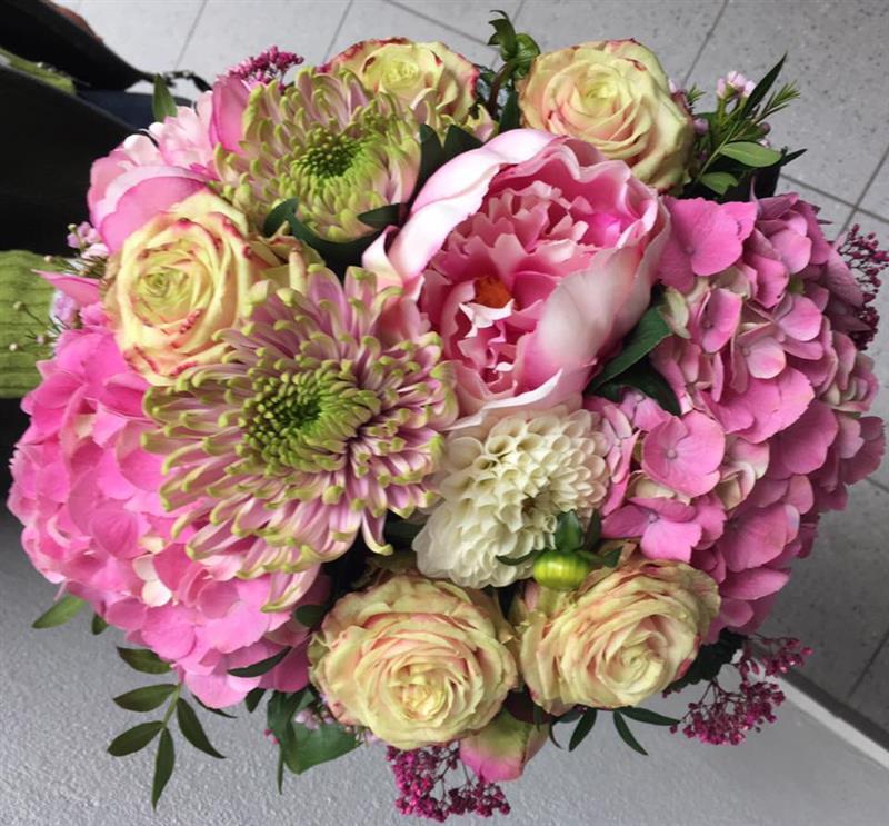 4c352e309 donáška kvetov martin … Kvety Gallery - kvetinárstvo … , sezónne ozdoby,  črepníkové kvety … svadby, rodinné oslavy.../ Donáška … kvetov aj o okolí  Martina.